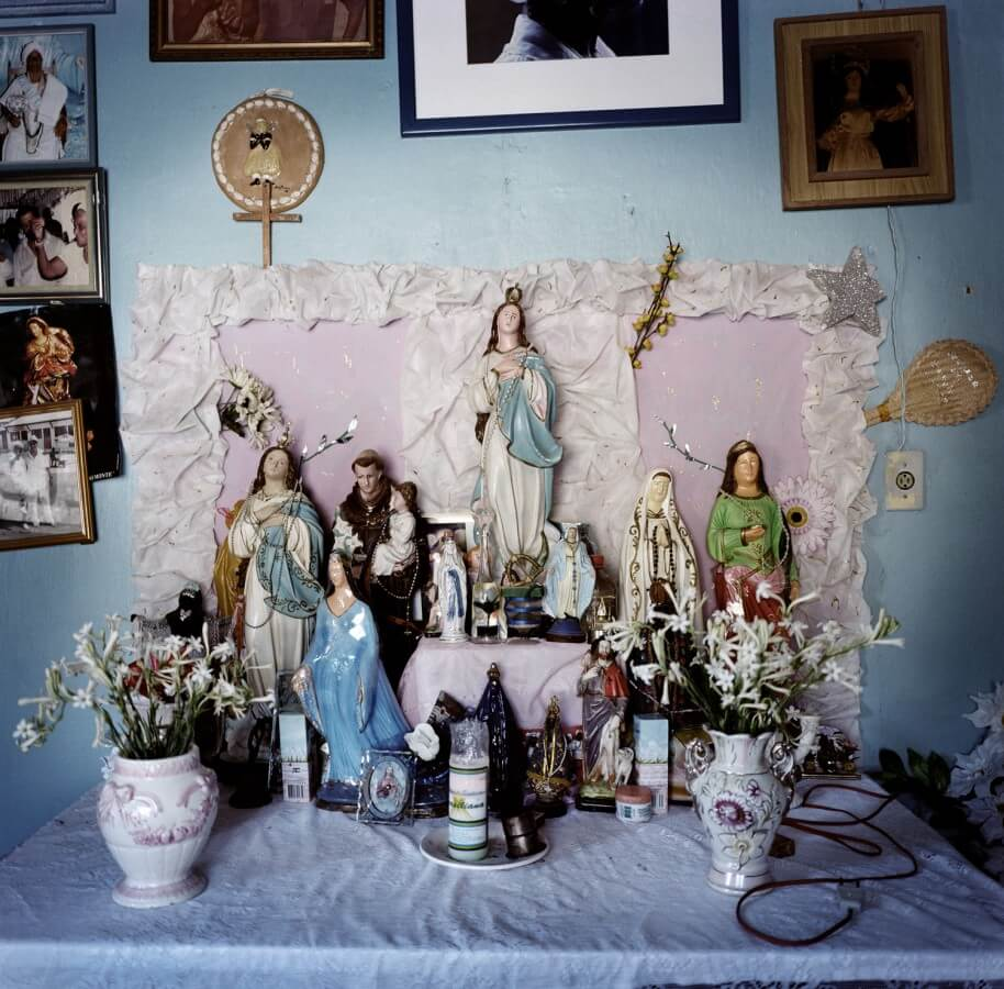 Candomblé altar in the house of Mai Filinha of the Irmandade da Boa Morte (Sisterhood of the Good Death), in Cachoeira, Bahia. Photograph by Alfredo d'Amato.