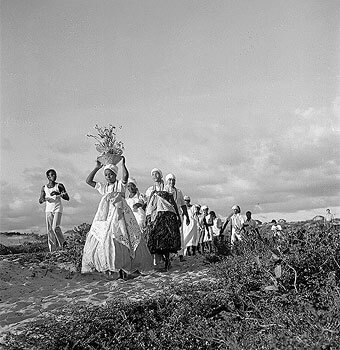 Offering to Iemanja, divinity of the sea, Lauro de Freitas 1972, the year of the founding of  Ilê Axé Opô Aganjú. Photograph by Pierre Verger.